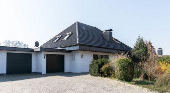 Immobilie Klein Nordende - Komfort total! Klassischer Walmdachbungalow in beliebter Wohnlage von Klein Nordende zu verkaufen