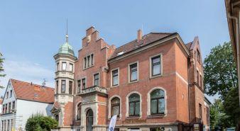 Immobilie Glückstadt - Die perfekte Geldanlage! Praxisfläche in denkmalgeschützter Altbauvilla in Glückstadt zu verkaufen