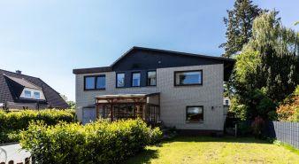 Immobilie Pinneberg - Pinneberg!  Schöne Wohnung mit Balkon und eigenem Garten zu verkaufen