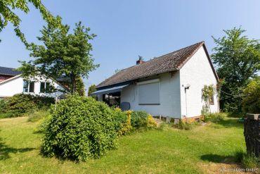 Ellerau! Kleines Einfamilienhaus auf           wundervollem Grundstück zu verkaufen