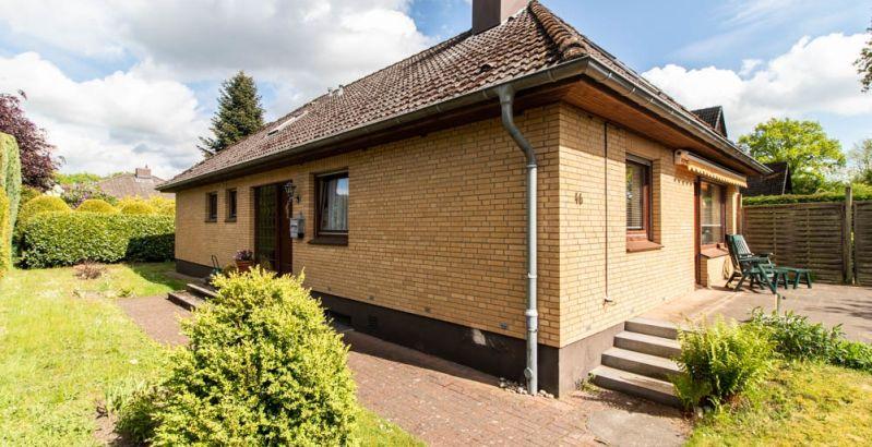 Immobilie Norderstedt - Einfamilienhaus mit 2 Wohneinheiten in toller, begehrter und ruhiger Einfamilienhaus-Lage